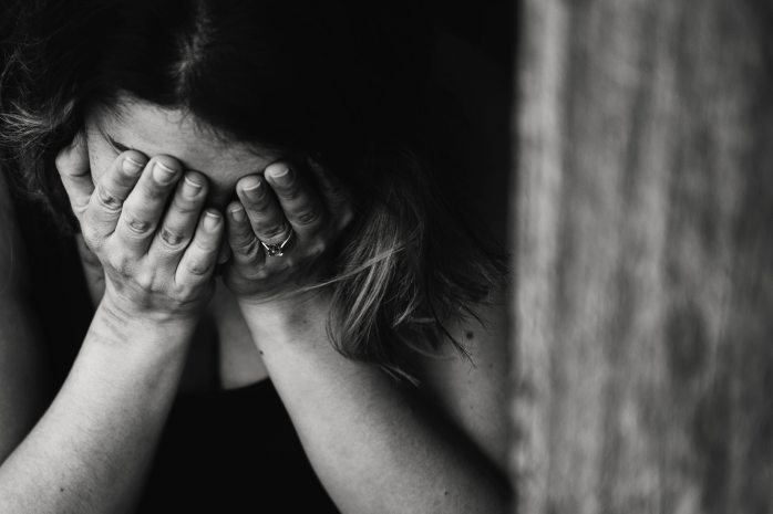 alone-anxious-black-and-white-568027